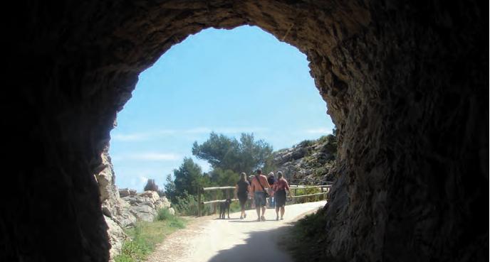På vei gjennom tunnelen til Albir fyret.