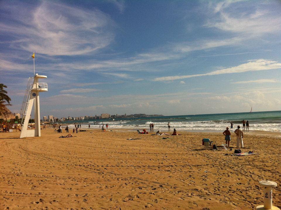 En av Alicante sine mange strender